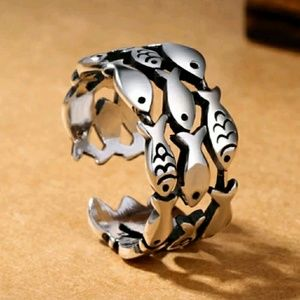🛒Adjustable stacking Sterling plated fishy ring.